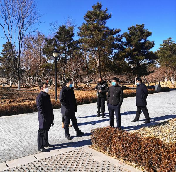 崔万峰副市长到迎水坝公园停车场考察指导工作
